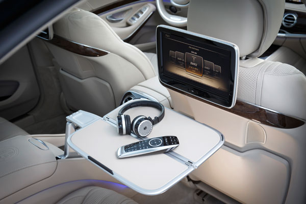 Rear Seat Entertainment im Mercedes S65 AMG ©2014 Daimler AG