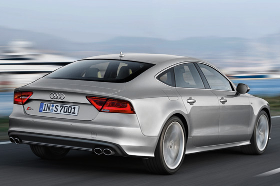 Das Heck vom Audi Coupe dominieren vier Endrohre ©Audi AG